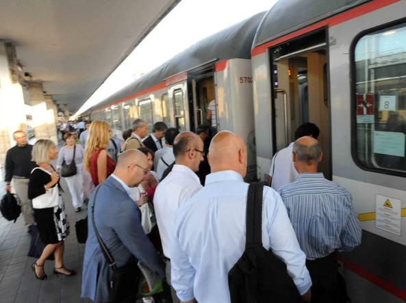 Treni, siglato il nuovo contratto di servizio con la Regione