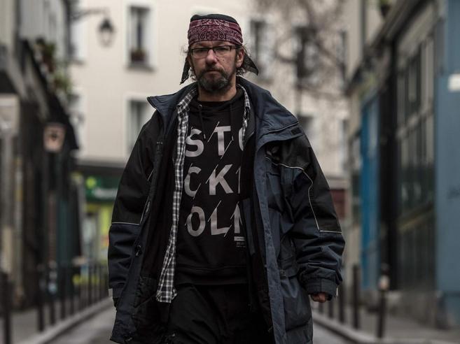 Parigi, l'ex sommelier senzatetto  diventa una star di Twitter