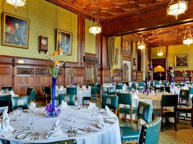Cena   in stile Churchill nella mensa dei deputati(che ora sogna la stella)