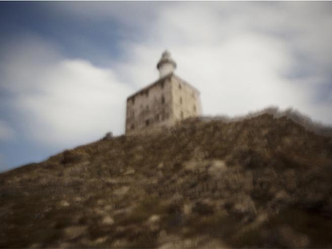 Delogu e gli scatti dell'Asinara, sepolta e riesumata di notte Le foto