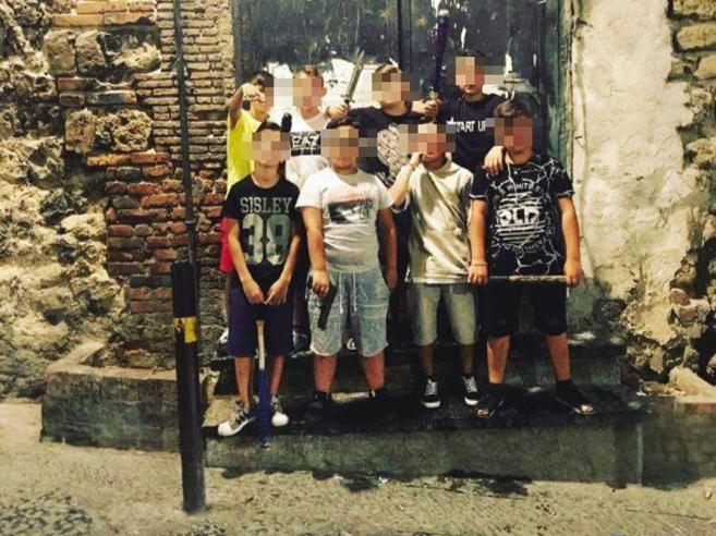Napoli, 100 uomini in più  contro l'emergenza baby gangBranco accerchia soldativideo