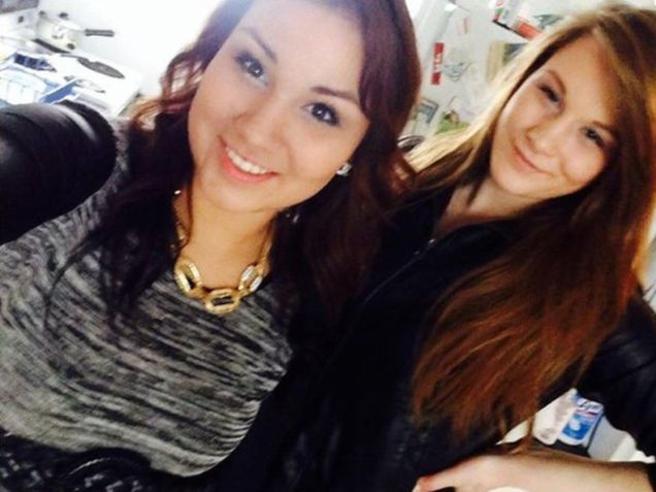 Si fa un selfie con l'amica e poi la strangola, incastrata dalla foto postata su Facebook