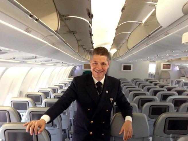 Lo steward Alitalia medaglia d'oro per aver fermato un dirottatore