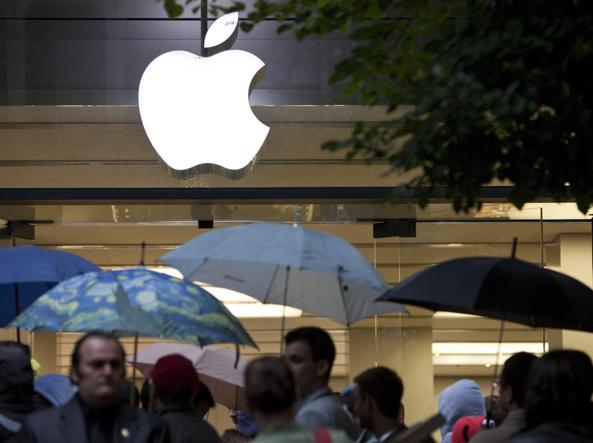 Smartphone rallentati, l'Antitrust avvia procedimenti contro Apple e Samsung