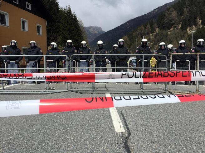 L'Austria schiera 600 agenti alla frontiera del Brennero (ma non ci sono migranti)