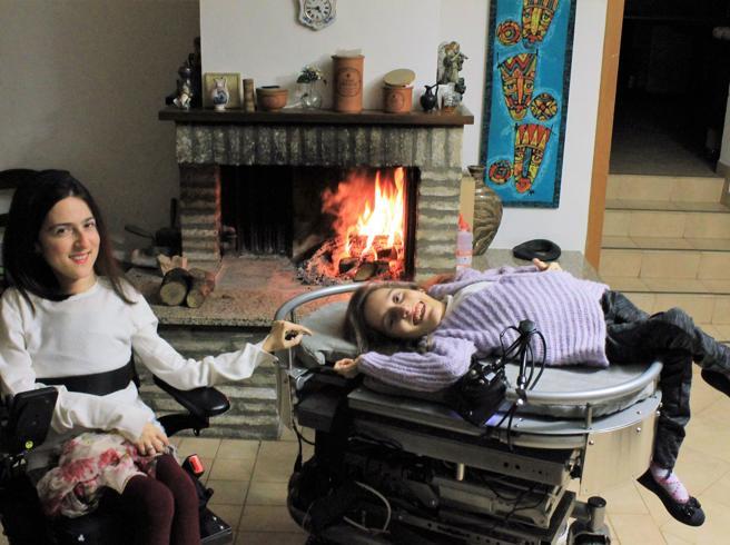 Due sorelle disabili: «I politici non ci rispondono? E noi gliele cantiamo»|Su Buone Notizie