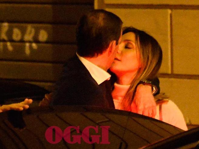 Massimiliano Allegri e Ambra Angiolini: baci nella notte romana