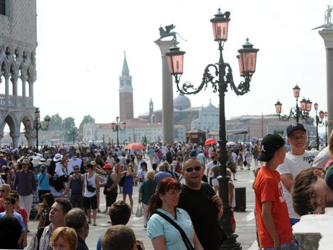 E, per la Cnn, Venezia (insieme alle Cinque Terre) è la meta   turisticada evitare nel 2018