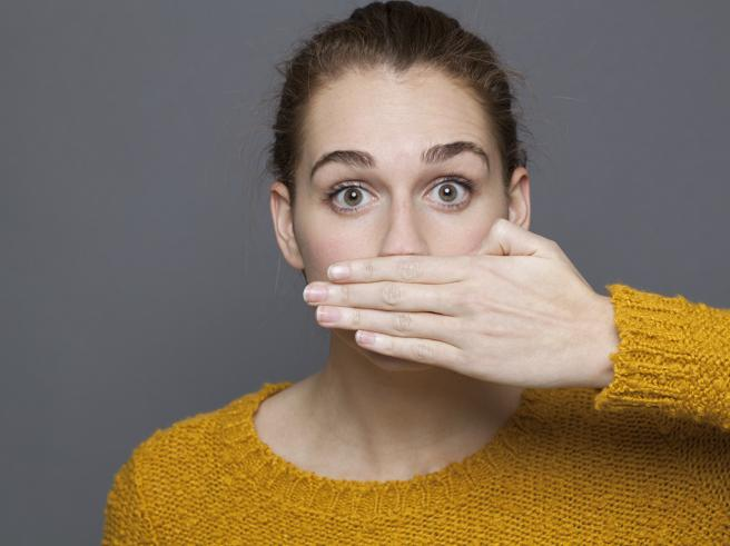 9 problemi di salute che l'alito cattivo può segnalare
