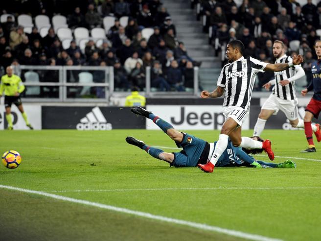 La Juve batte il Genoa 1 0  nel posticipo  e rimane incollata al Napoli Classifica