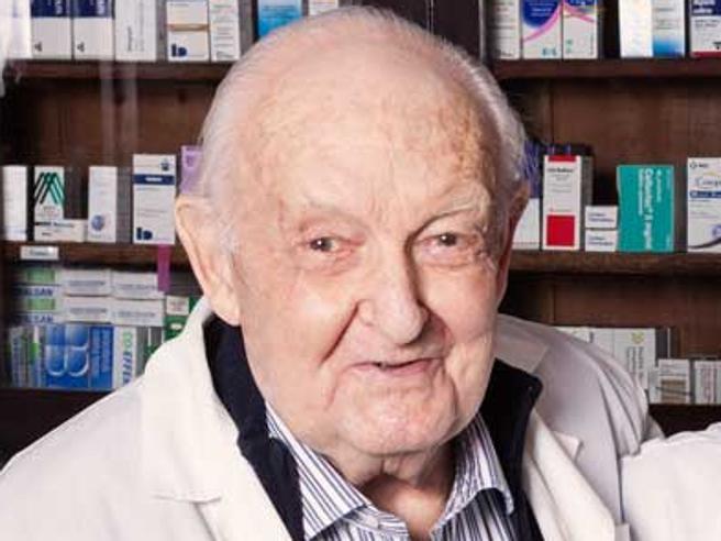 Morto Giuseppe Sgarbi Viaggio nei ricordi del farmacista che si scoprì anche narratore