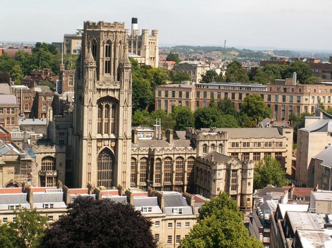 Una catena di suicidi misteriosi sconvolge l'università di Bristol