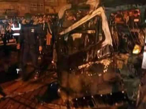 Attentato terroristico a Bengasi: autobomba davanti moschea, oltre 30 morti