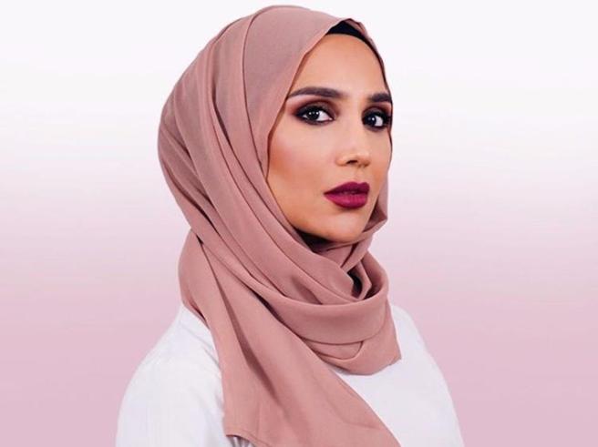 Tweet contro IsraeleL'Oréal licenzia Amenala modella con l'hijab