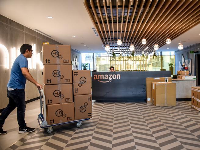 La storia di Mauro: «Il mio negozio in crisi E la colpa è di Amazon»