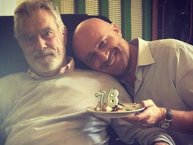 Rudy Zerbi (figlio di Mengacci) e il messaggio per il «vero» padre: «Sono fiero di poterti chiamare papà»