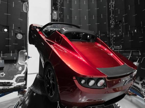 Cos'è questa storia dei lanciafiamme di Elon Musk