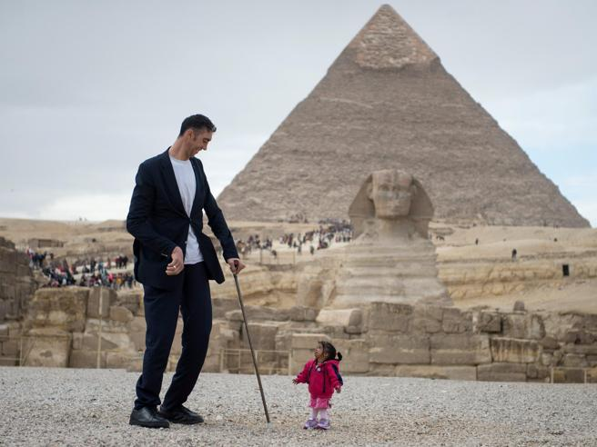 Come promuovere il turismo? L'Egitto chiama l'uomo più alto e la donna più bassa  Foto