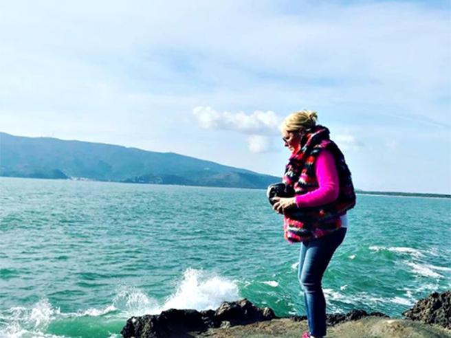 Antonella Clerici, l'addio al cane Oliver: sparge le sue ceneri in mare