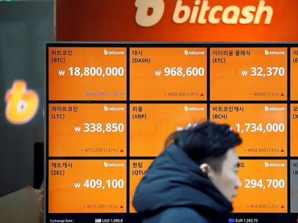 Bitcoin, Facebook mette al bando le inserzioni sulle criptovalute