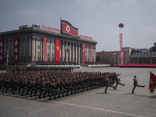 Kim «offeso» dalla stampa di Seul cancella la festa con i sudcoreani (e prepara una mega parata) Foto