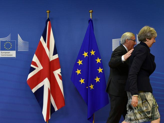 Gb, il rapporto segreto del governo: «Con la Brexit, Pil giù fino a 8 punti»
