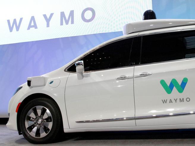 Google, taxi Chrysler a guida autonoma forniti da Fca