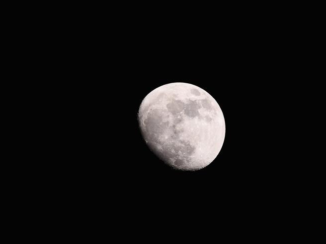 Super-luna, in attesa della blue-moon le immagini più spettacolari da tutto il mondo