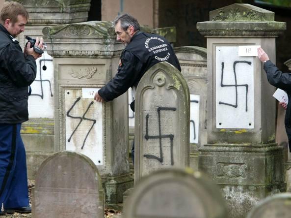 Bimbo ebreo aggredito, Macron condanna