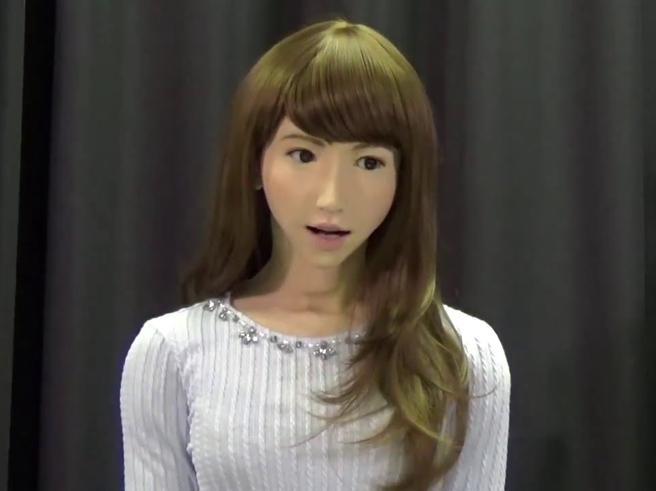 Erica, la conduttrice di tgè un robot (che si crede umano)
