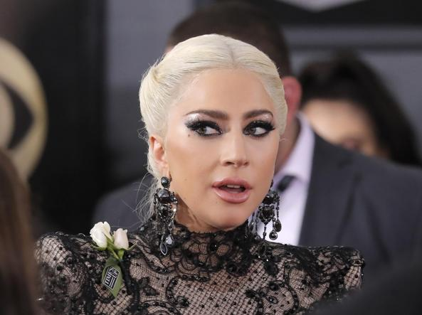 Lady Gaga sta male, annullati dieci show