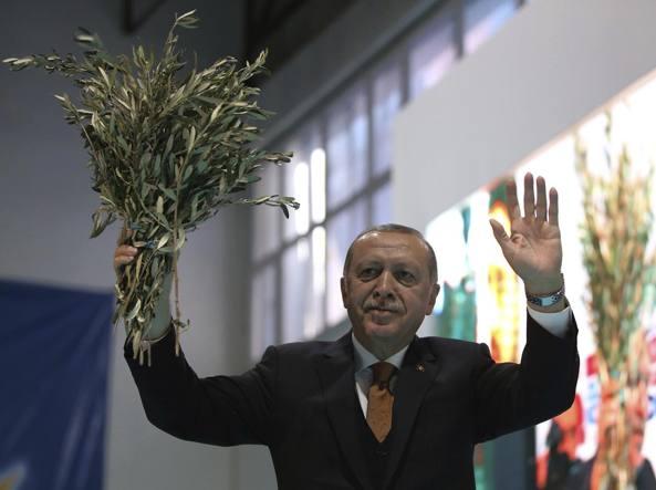 Erdogan lunedì a Roma. Vedrà Papa, Mattarella e Gentiloni