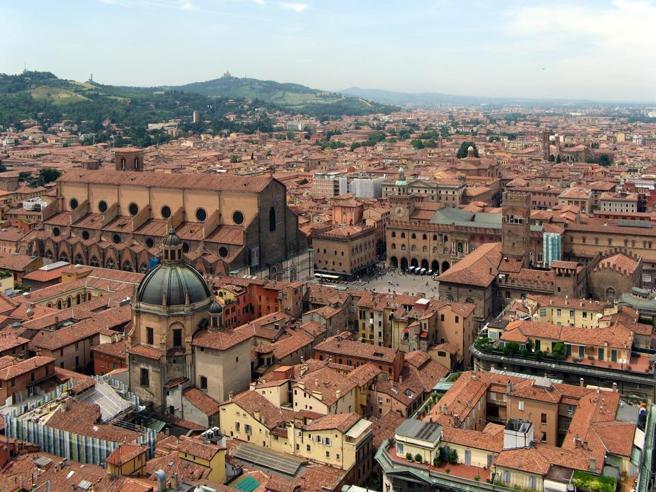 «Niente affitto agli stranieri»: anche Bologna si scopre xenofoba