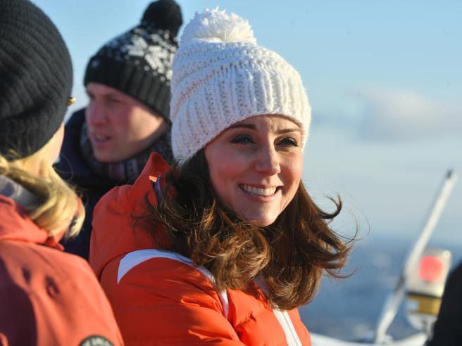 Kate al sesto mese sfida il gelo nordico: sui campi da sci con William
