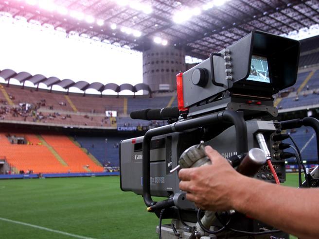 Lega A, diritti tv dal 2018-2021 assegnati a Mediapro. Sky reagisce con la diffida
