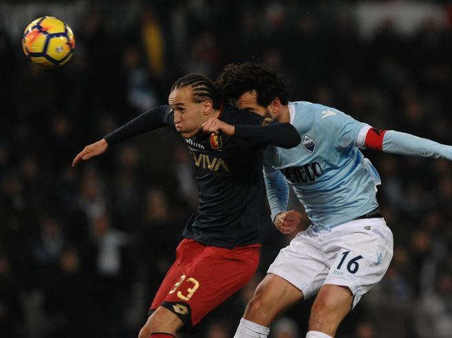 Lazio-Genoa 1-2. Pandev spaventa, Parolo rimedia ma Laxalt chiude il conto