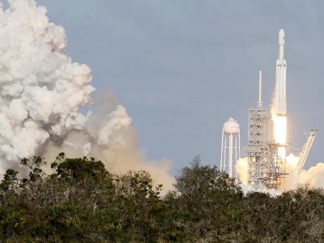 Falcon Heavy, ok il volo di prova del missiledi Elon Musk