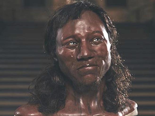 I primi abitanti dell'Inghilterra? Pelle scura e occhi azzurri