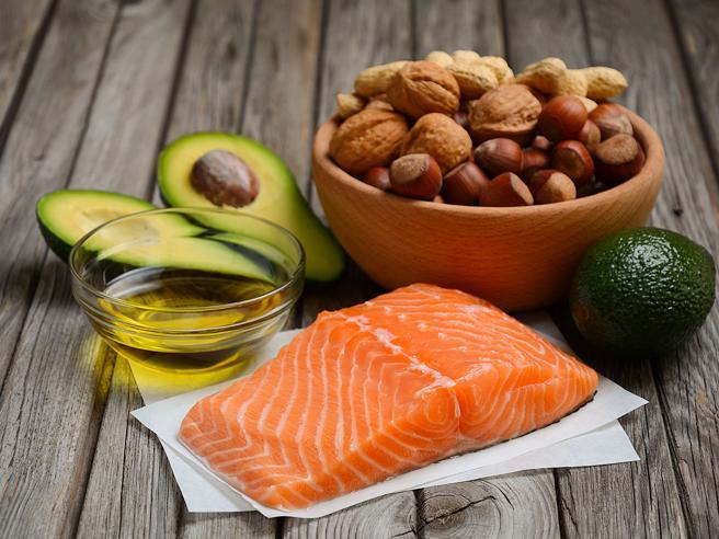 Pesce e frutta secca tengono «a bada» gli ormoni dell'appetito