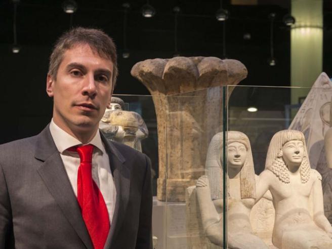 Da lavapiatti ad archeologochi è il  direttore del museo Egizio nel mirino di Meloni|Video