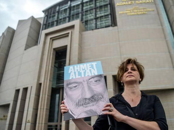 Turchia, ergastolo per 6 giornalisti: