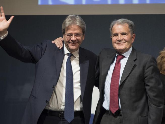 """Prodi, investitura a  Gentiloni: """"Con lui Paese più forte"""" VideoBerlusconi: Salvini all'Interno Ma lui ..."""