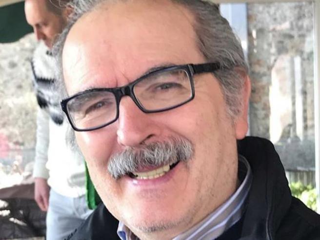 Lamberto Sposini compie 66 anni e festeggia con una torta speciale