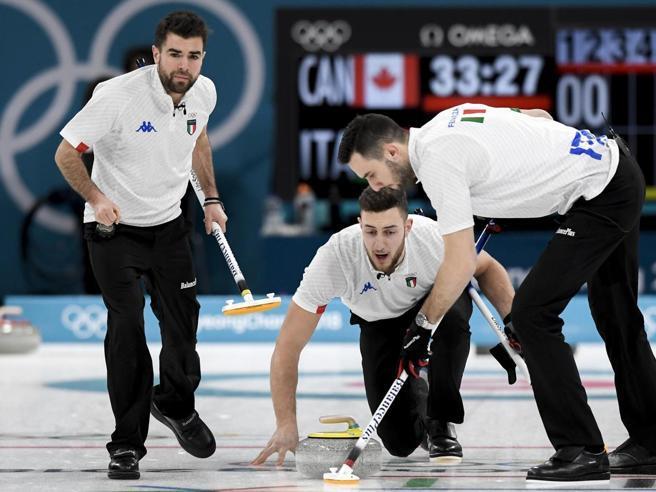 I gentiluomini del curlinggiocano senza arbitroe non si tirano le pietre