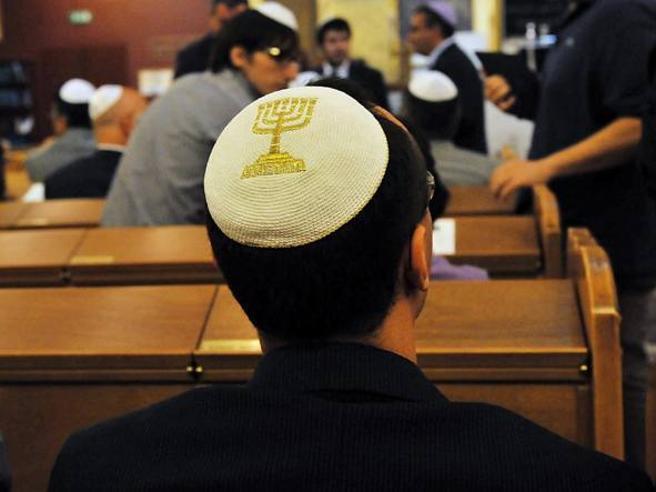 «Fuori dal mio negozio i tuoi figli ebrei, vi meritate i forni»: a processo  commerciante
