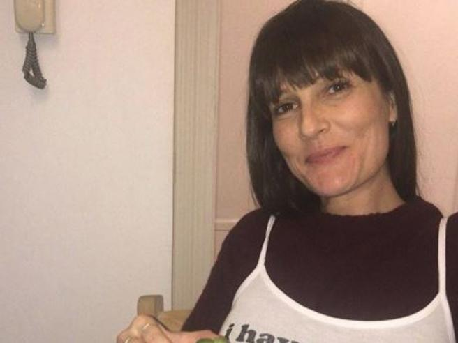 «Non ho le tette»: la foto autoironica di Victoria Cabello fa impazzire la Rete