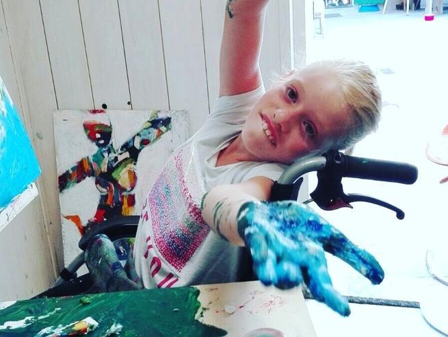 Clara, la bambina che parla attraverso i suoi dipinti|Foto