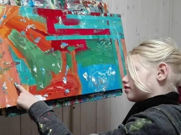 Un ictus prima di nascere, ora Clara parla con la pittura