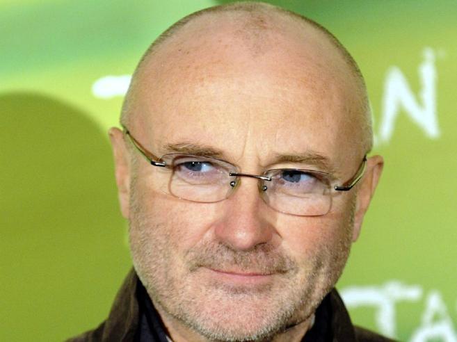 Phil Collins arrestato all'aeroporto di Rio: era senza visto di lavoro