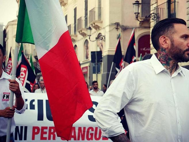 Palermo, militante di Forza Nuova legato mani e piedi e pic